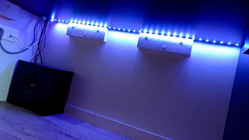Bandeau LED sous le bureau